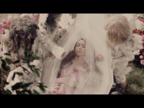 安室奈美恵 / 「Neonlight Lipstick」Music Video (from Single「TSUKI」)