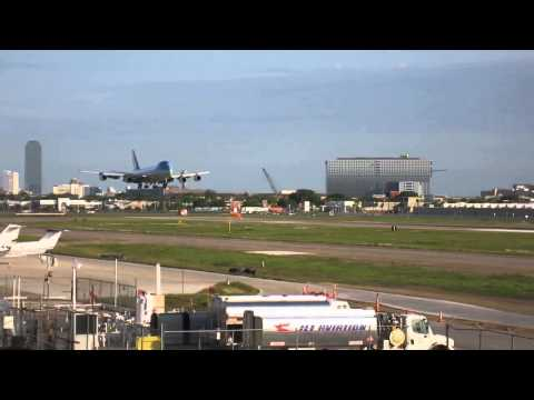 Air Force One landing at Dallas Love Field