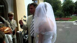Невеста откусила больше от каравая