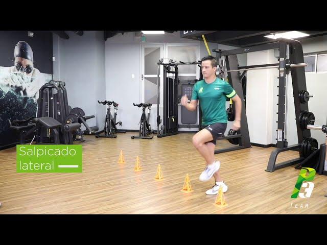 Técnica de atletismo lateral con obstáculos