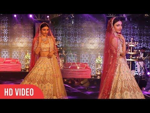 Soha Ali Khan Walks The Ramp At The Wedding Juction Show 2018