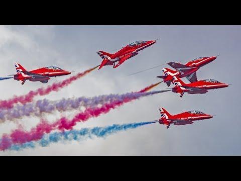 Royal Air Force RAF Red Arrows Ariel show - Doha Qatar 2017 | السهام الحمراء في قطر