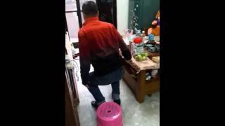 爸爸模仿媽媽閃到腰 腰添健 検索動画 14
