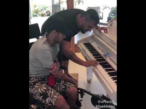 """Neymar pegando  de piano tocando """"O nosso santo bateu""""😍"""