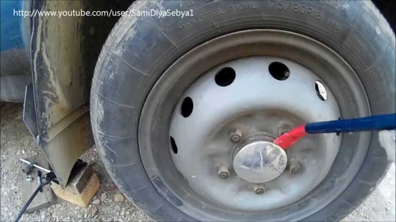 Шпилька передней ступицы с гайкой