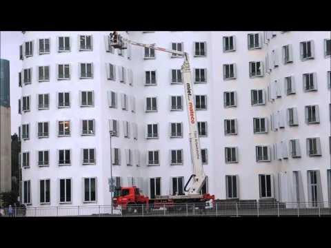 Gehry Gebäude im Medienhafen mit neuer Farbe