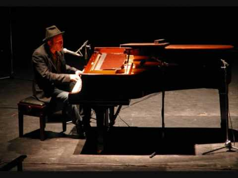 Tom Waits - Ice Cream Man Live in Denver 1975.wmv