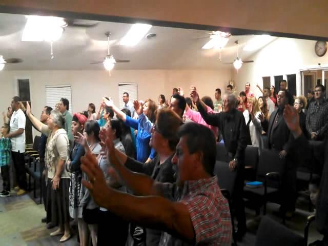 Iglesia del Dios Vivo  Alabando al Rey 1 Odessa   Tx
