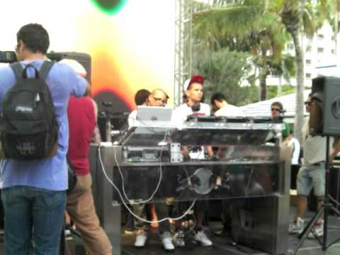 THE MARTINEZ BROTHERS LIVE FROM BEATPORT POOL PARTY  WMC 2009