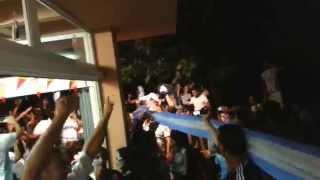 S'Arenal, festejando la victoria de Argentina.