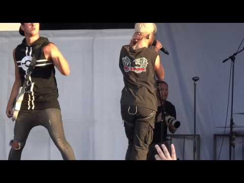 "Tonight Alive - ""To Be Free"" and ""Lonely Girl"" (Live in San Diego 8-5-16)"