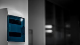Электрощиток ABB Mistral(В видео кратко рассмотрен процесс установки щита Mistral 41F в стенную нишу. Дана информация об аксессуарах,..., 2014-08-22T09:27:27.000Z)