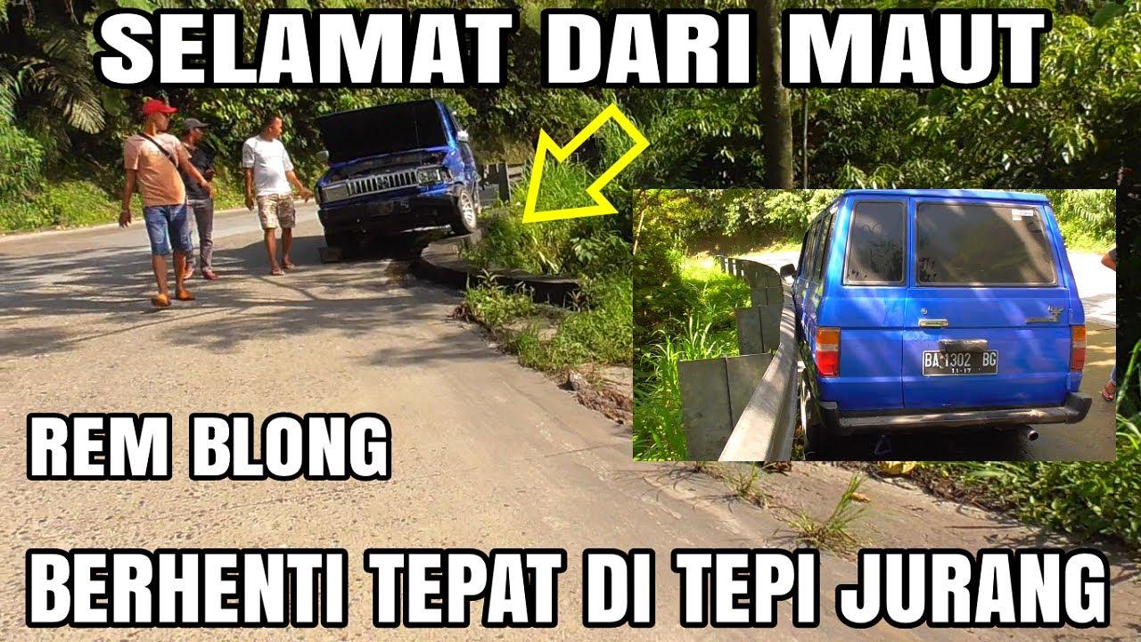 Ngeri! Berhadapan dengan Maut, Mobil Kijang Rem Blong Nyaris Masuk Jurang di Sitinjau Lauik