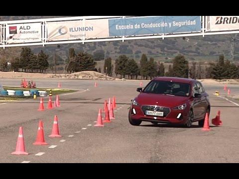 Hyundai i30 2017 Maniobra de esquiva moose test y eslalon km77.com