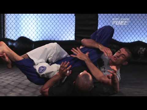 Gracie Breakdown  Belcher's Kneebar Defense