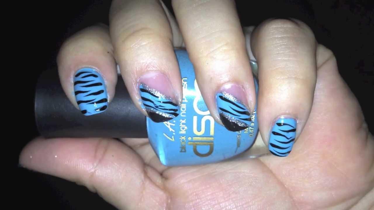 diseño de uñas facil y muy bonitas azul zebra con negro