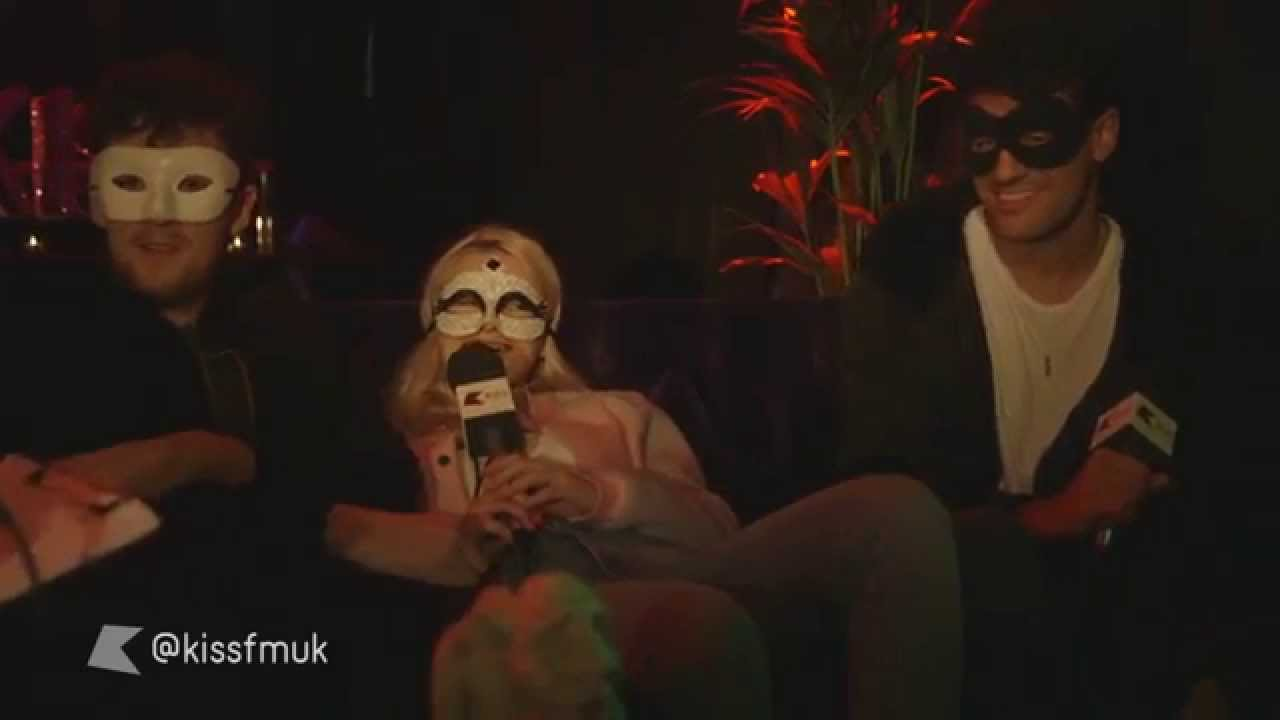 clean bandit get tricked on halloween – kiss haunted house party