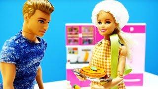 Барби стала шеф-поваром. Видео для детей