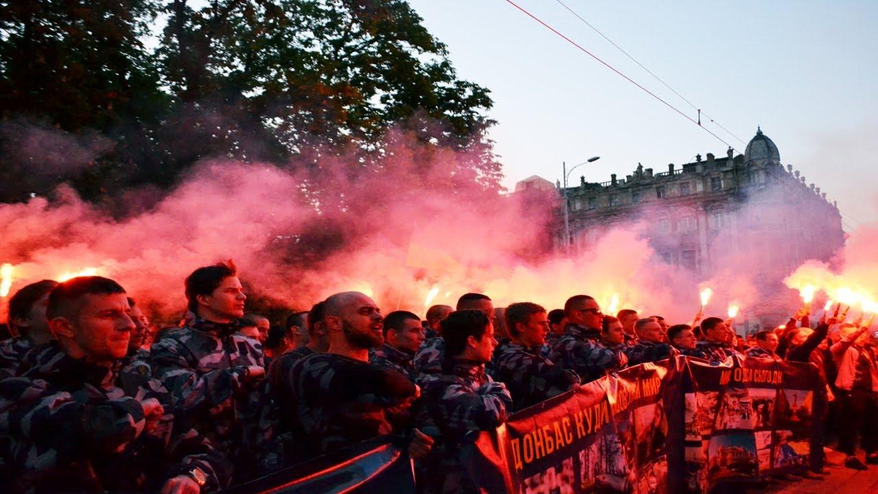 Нацисты устроили марш в годовщину массового убийства в Одессе