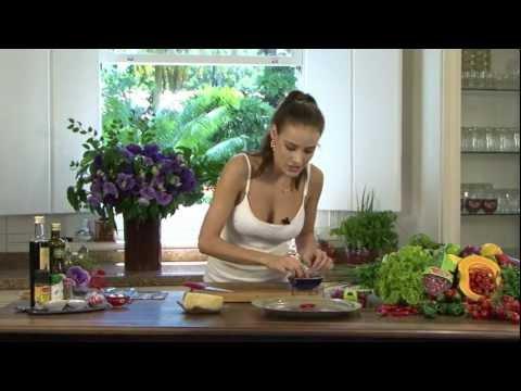 Heaven Delhaye Macarrão ao Molho Pesto com Tomates Sweet Grape 04/01/2012