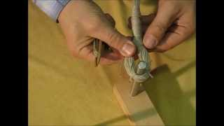Make a history crossbow bowstringt. Fertigung einer mittelalterlichen gedrehten Armbrustsehne.