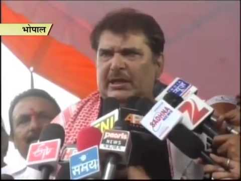 Bollywood actor Raza Murad offers prayers on Eid, extends greetings