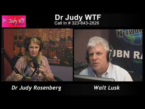 Dr. Judy ist Psychologin und hat eine regelmäßige Radioshow, in der auch viel zum Thema Narzissmus gesprochen wird. Die Inhalte sind durch den Einbezug von Hörern sehr praxisnah. Es wird relativ häufig Werbung für ihr Zentrum und Buch gemacht, aber mich hat es bisher nie gestört (liegt aber wahrscheinlich daran, dass ich die entspannte Art so mag). Das Buch ist sehr zu empfehlen!