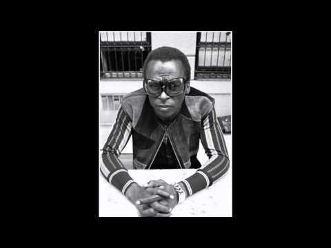 Miles Davis- The Ghetto Walk (February 20, 1969, NYC) [from the Complete In A Silent Way box]