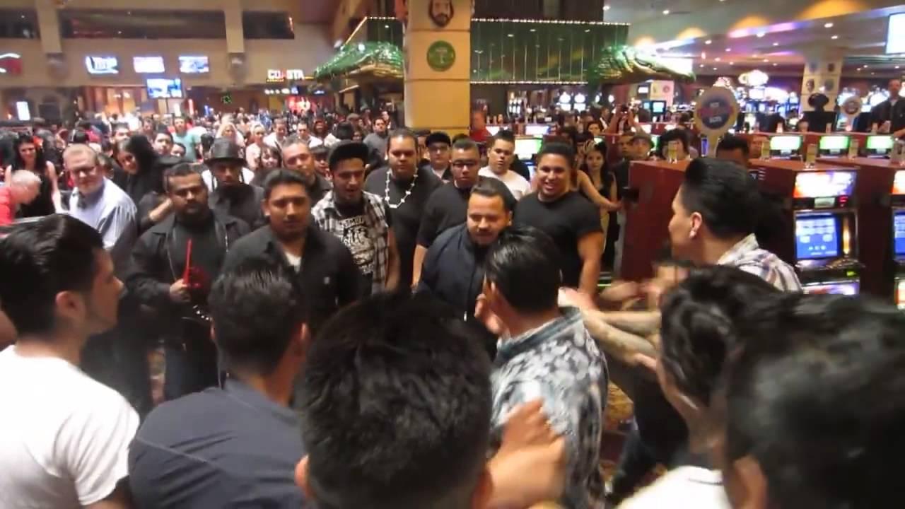 VIDEO: Pelea de paisas en un casino