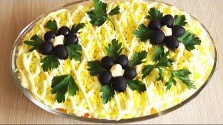 Слоеный салат с тунцом и свежим огурцом