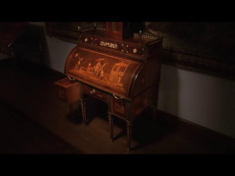 Rolltop Desk by David Roentgen: Animation