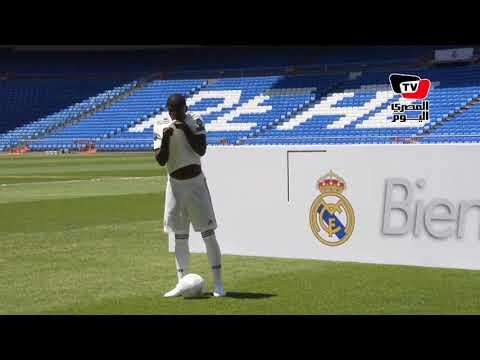 جماهير ريال مدريد ترحب بوصول لاعبها البرازيلي فينيسيوس جونيور في «البرنابيو»
