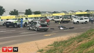 Police have arrested three suspects following a high-speed chase resulting in a multi-vehicle crash in Woodmead.  Click here to subscribe to Eyewitness news: http://bit.ly/EWNSubscribe  Like and follow us on: http://bit.ly/ EWNFacebook AND https://twitter.com/ewnupdates  Keep up to date with all your local and international news: www.ewn.co.za