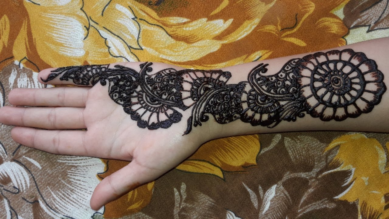 cute mehndi designs for front hand
