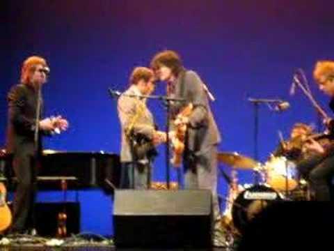 Jon Brion, Britt Daniel (Spoon), John Stirratt & Pat Sansone (Wilco) - I Feel Fine (Beatles)
