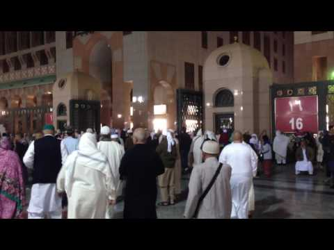 Pulang Sehabis Sholat Dari Masjid Nabawi Menuju Hotel Grand Mercure Medina