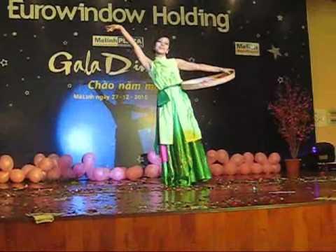 Tong ket 2010 Mua Chiec non quai thao, Huong Lien Melinh Plaza