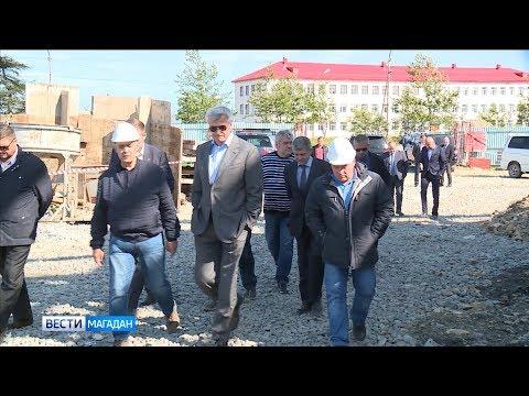 В руках колымского губернатора раскрошился асфальт