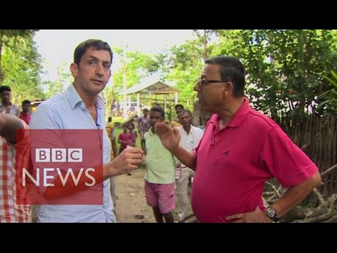 Reporter 'trapped' on tea plantation in India - BBC News