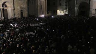 Parma, le Sardine invadono piazza Duomo e cantano l'inno nazionale