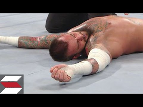 10 WWE Wrestlers Who Got Knocked Out Cold