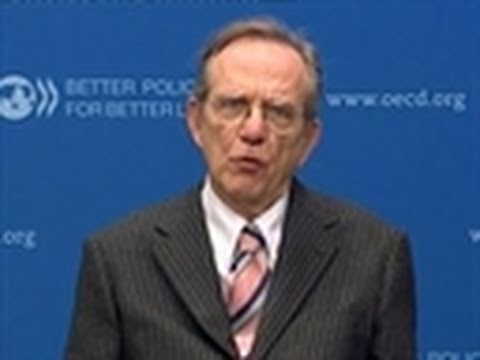 OECD's Padoan Says Inflation May Be Drag on EU Growth