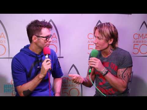 Keith Urban Flexes Muscles In Tight Shirt During Interview