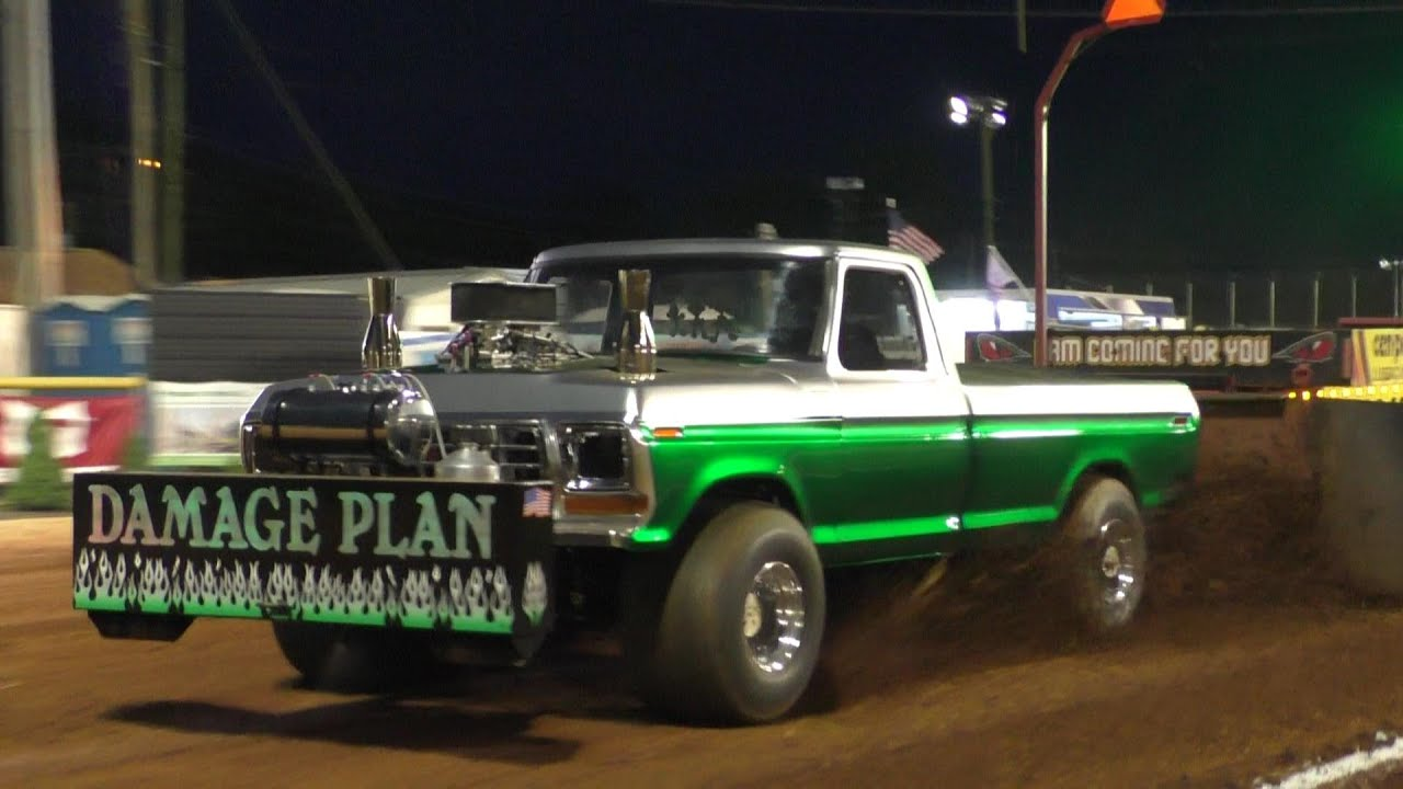 Truck Pulling 2021 Lucas Oil Modified 4X4 Trucks In Action at Lincoln Speedway