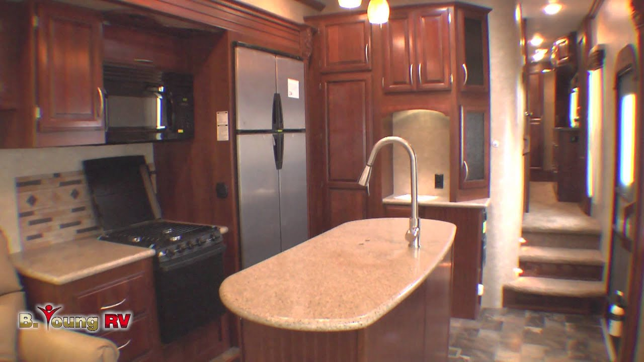 Stock #2617 2014 30-foot Sanibel 5th Wheel (Michael