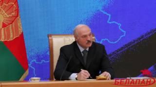Лукашенко объяснил, почему поцеловал Коран