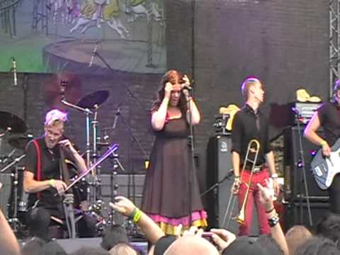DIABLO SWING ORCHESTRA - Lucy Fears The Morning Star @ Brutal Assault 2010 ( good quality )