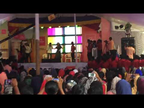 Queen movie actress saniya Iyappan dance in college