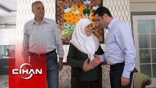 Demirtaş, anne ve babasının elini öpüp seçim öncesi dualarını aldı