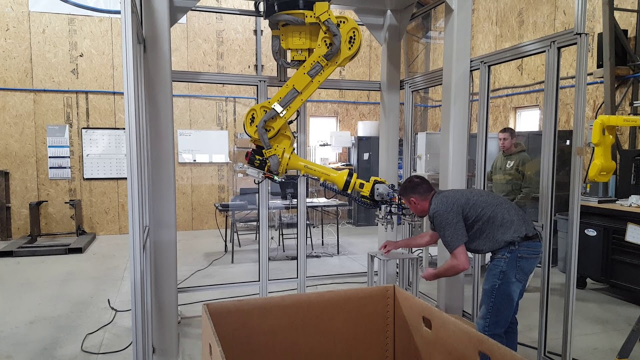 Side Entry Robot for Insert Molding | Spearhead Sales